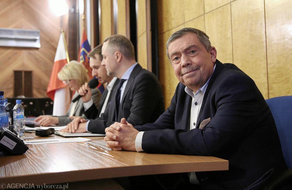 Bartłomiej Sochański z PiS po głosowaniu, już za prezydialnym stołem
