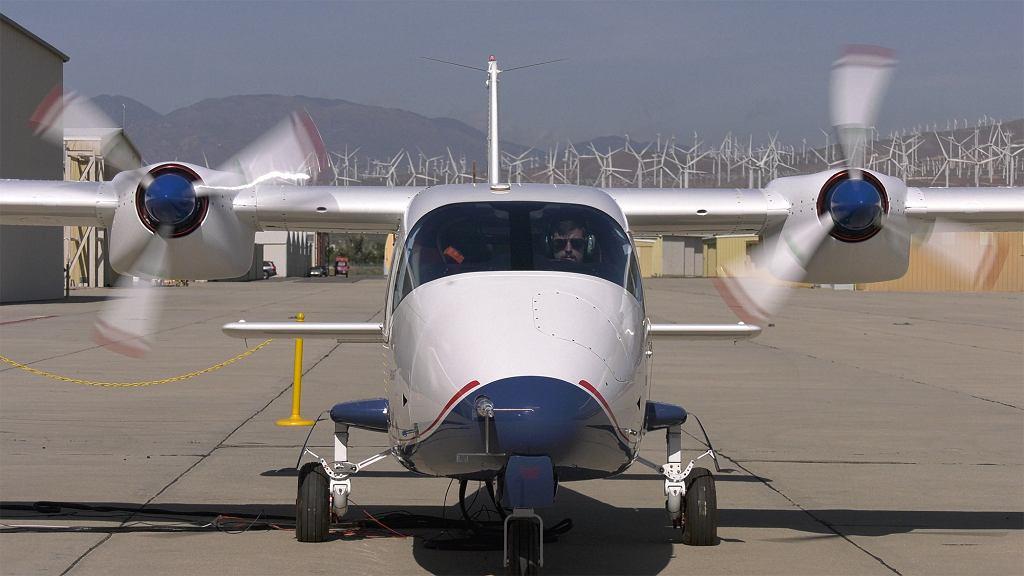 Modyfikacja nr 2 samolotu X-57 z silnikami zamontowanymi jeszcze przy kadłubie podczas testów w czerwcu 2019 roku