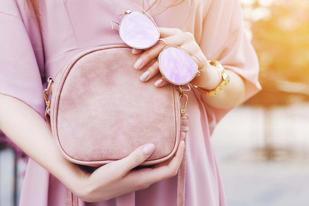 Modna mała torebka w kolorze różowym