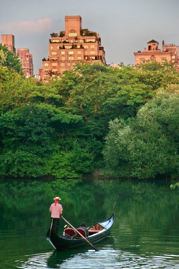 Gondolier w nowojorskim Central Parku