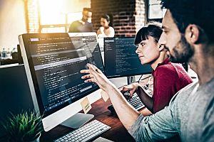 Google rzuca wyzwanie uniwersytetom? Tanie programy szkoleniowe wytrenują siłę roboczą XXI w.