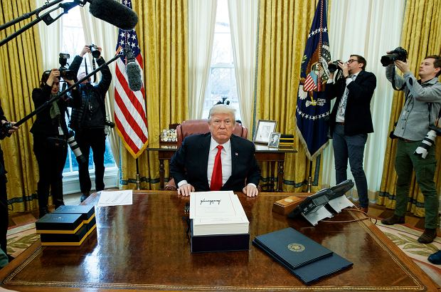 Donald Trump w Białym Domu (fot. Evan Vucci / AP Photo)
