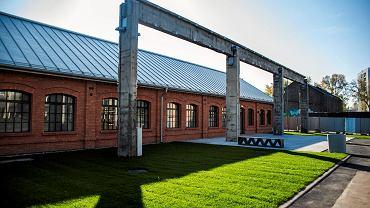 Budynek warsztatów elektrycznych dawnej fabryki obrabiarek Defum w rok powstał niemal od nowa i zamienił się w multimedialne centrum wystawowe o powierzchni 400 m kw.