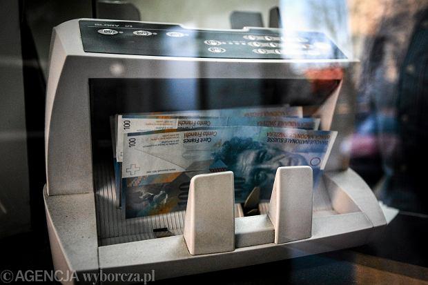 UOKiK chce się dogadać z bankami w sprawie kredytów we frankach. Jakie ma szanse?