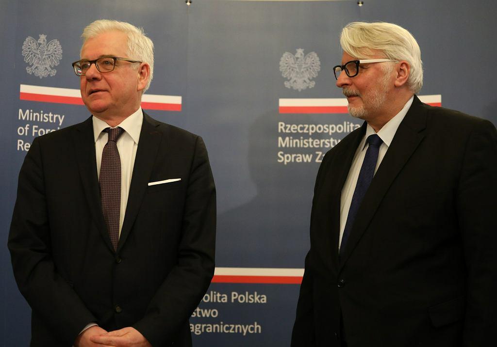 Obecny szef MSZ Jacek Czaputowicz i jego poprzednik, były minister spraw zagranicznych Witold Waszczykowski