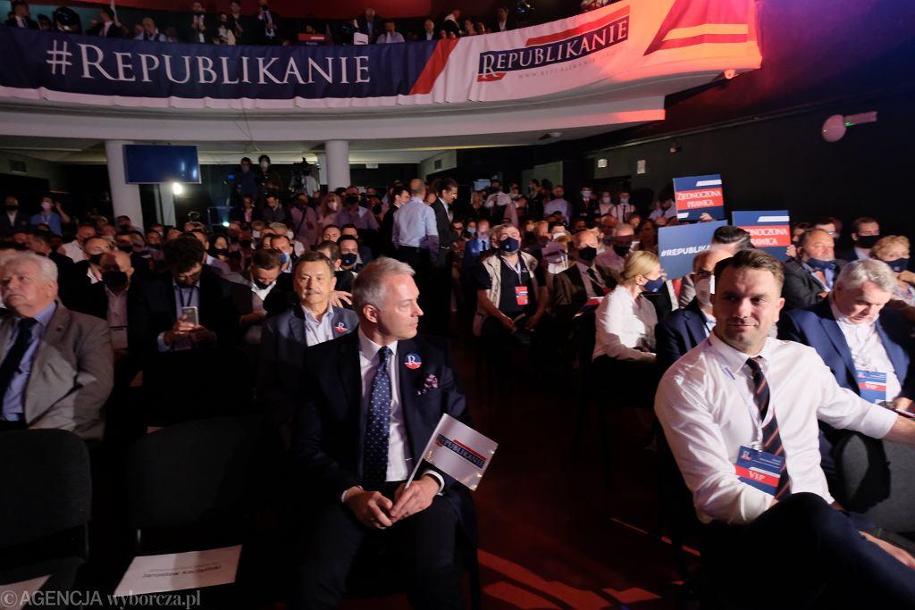 Łukasz Mejza (z prawej) na prezentacji Partii Republikańskiej