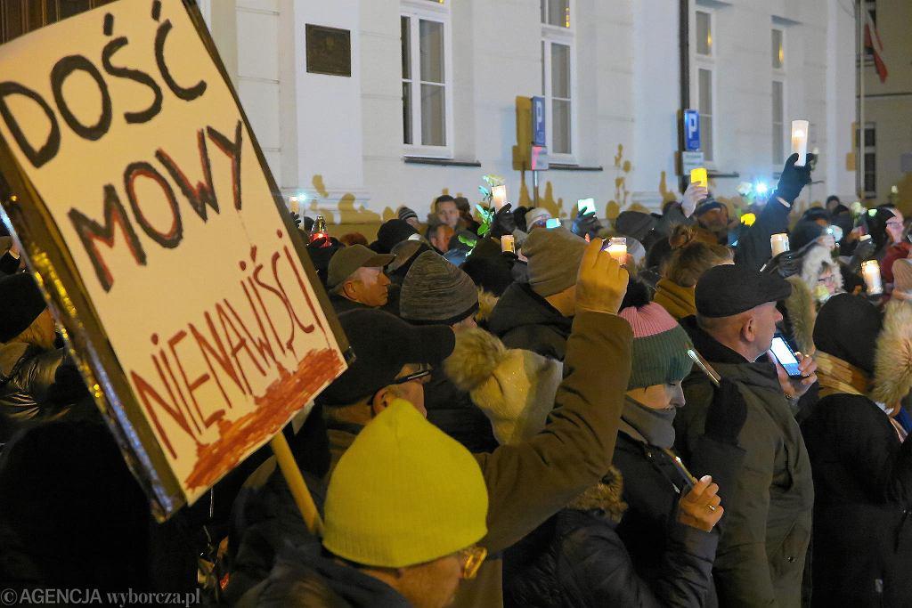 Po ataku na Pawła Adamowicza. Wiec przeciw nienawiści i przemocy w Płocku