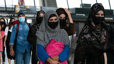 Afgańczycy i obcokrajowcy na lotnisku w Kabulu, 29 sierpnia