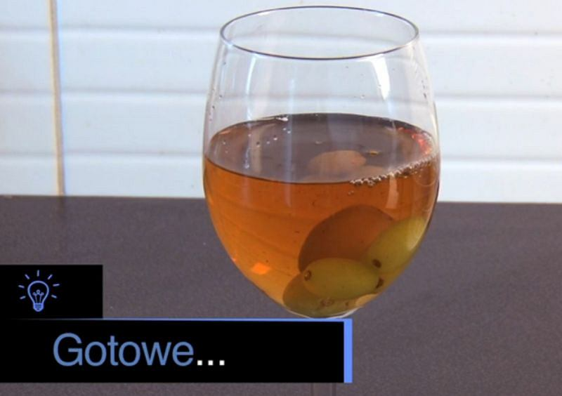 Napój chłodzony mrożonymi winogronami