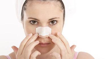 Wągry na nosie to utrapienie wielu z nas. Jak się ich skutecznie pozbyć? Plastry na wągry są odpowiednim rozwiązaniem? Podpowiadamy