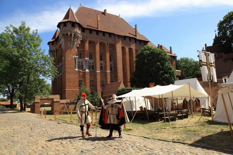 Częścią nowej trasy rodzinnej na zamku w Malborku jest spotkanie z Wielkim Mistrzem. W programie są też atrakcje i zabawy rycerskie / Fot. Muzeum Zamkowe z Malborku