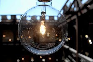 UOKiK: Nieuczciwi dostawcy prądu naciągają na nowe umowy. Klienci zostają z podwójnym rachunkiem albo karą