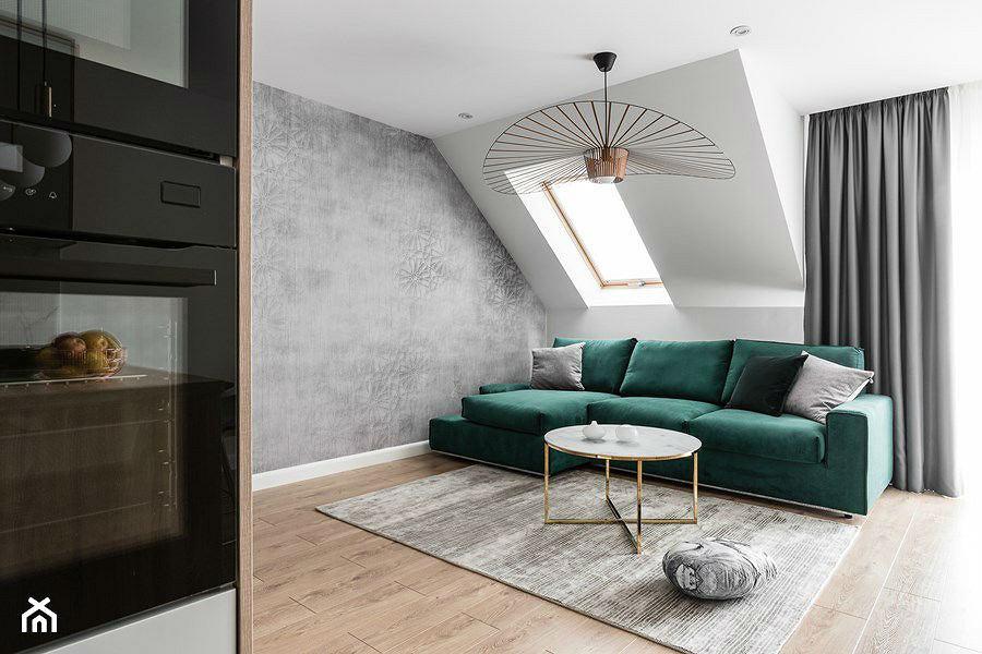 Jednolity dywan w salonie