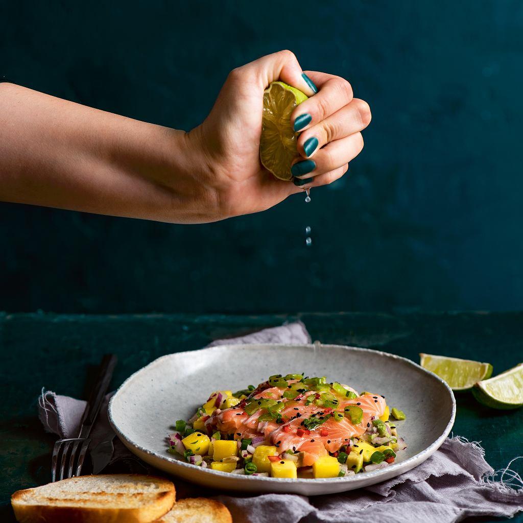 Ceviche - sałatka zsurowego łososia zmango iawokado