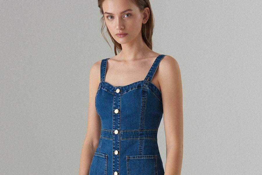 60e03a83da Jeansowe sukienki na sezon wiosna-lato. Przegląd najładniejszych modeli
