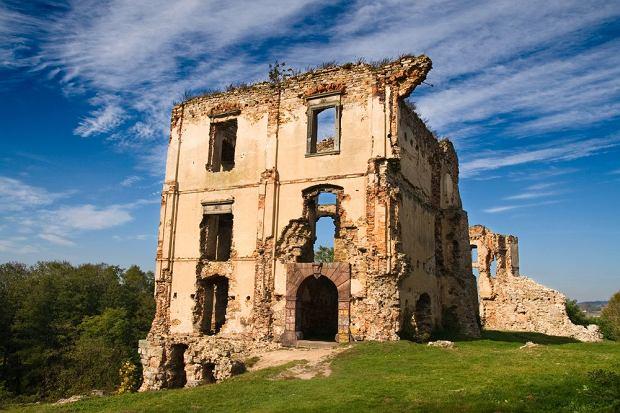 Zamek w Bodzentynie / shutterstock