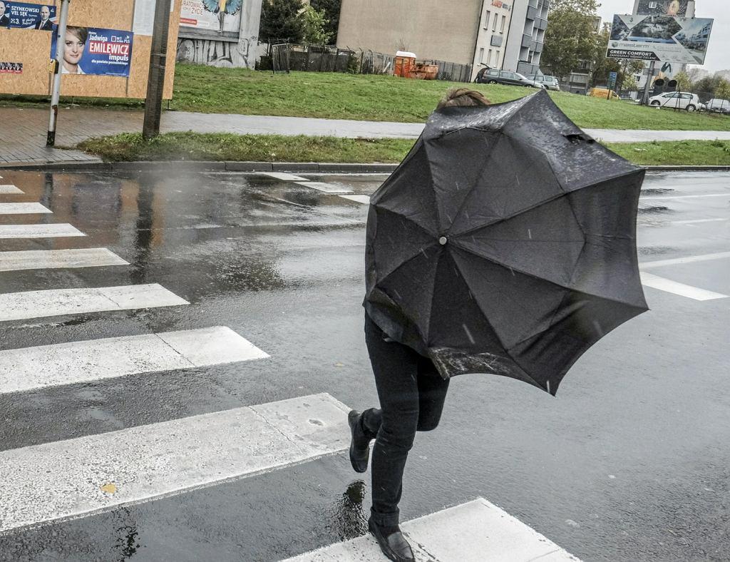 Pogoda w Radomiu. Niż Julia zbliża się do Polski. IMGW ostrzega przed silnym wiatrem