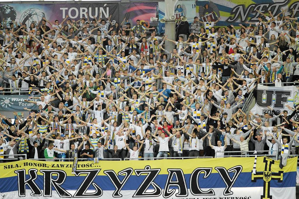 Grupa fanów związana ze stowarzyszeniem Krzyżacy.
