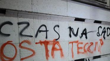 Sejm. Napis na elewacji