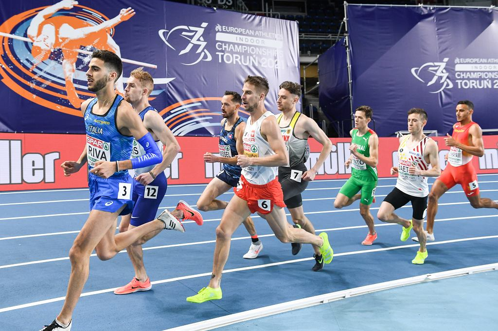 Toruń 2021. HME w lekkiej atletyce. Marcin Lewandowski (nr 6) w biegu na 1500 m