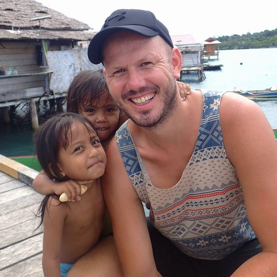 Robert Stoszek utknął w Indiach z grupą turystów