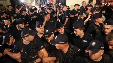 Demonstracja przeciw pisowskiemu skokowi na Sąd Najwyższy. Prezydent Andrzej Duda podpisał piąta nowelizację ustawy która umożliwi partii rządzącej obsadzenie SN swoimi dyspozycyjnymi ludźmi. Warszawa, Krakowskie Przedmieście przed Pałacem Prezydenckim, 26 lipca 2018