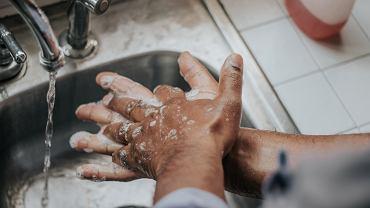mycie rąk (zdjęcie ilustracyjne)