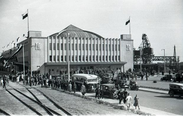 Zdjęcie numer 1 w galerii - Dworzec Morski w Gdyni skończył 85 lat. Zobacz, jak się zmieniał [ARCHIWALNE ZDJĘCIA]