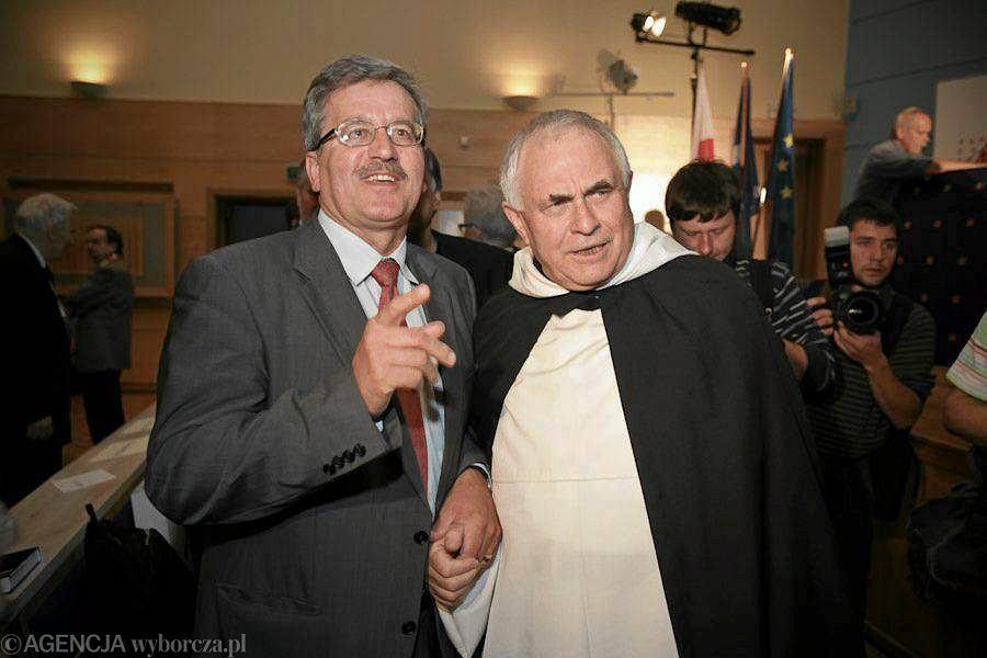 Bronisław Komorowski i o. Leon Wiśniewski podczas konferencji