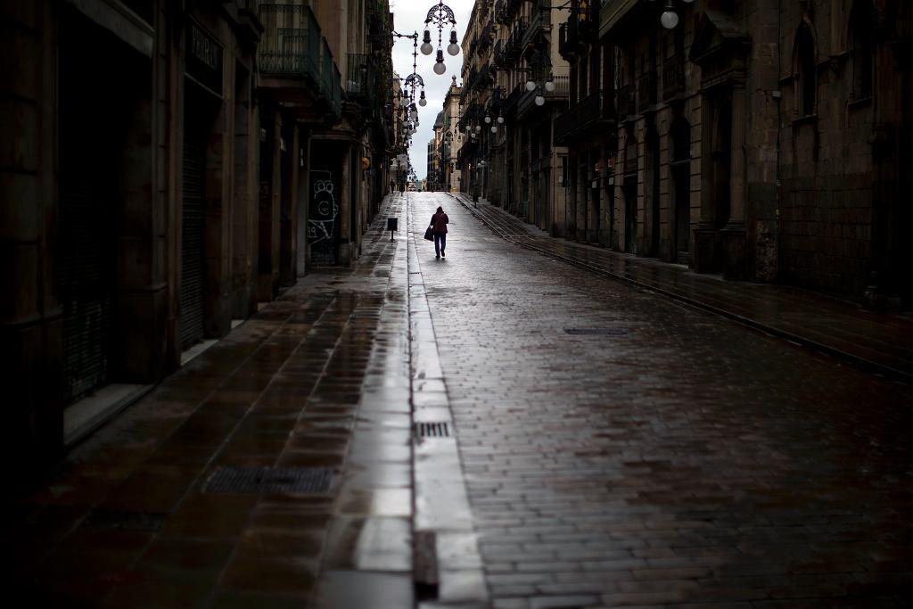 Opustoszała Barcelona podczas pandemii koronawirusa.