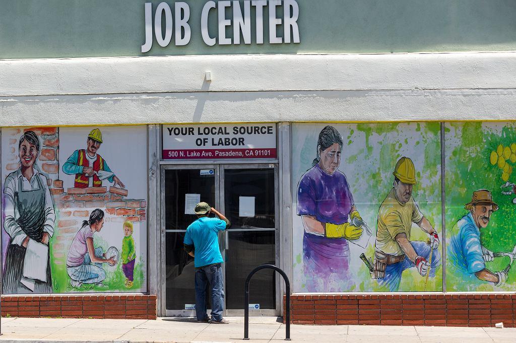 W USA przybyły kolejne trzy miliony bezrobotnych