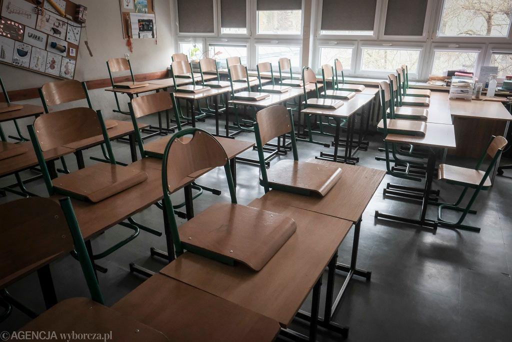 Kiedy powrót do szkół?