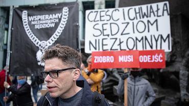Sędzia Igor Tuleya - demonstracja przeciwników szykan wobec niego.  Sąd Najwyższy, Warszawa, 9 czerwca 2020