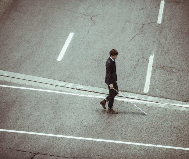 Mało ludzi, przestrzeń, raj dla niewidomego (fot. Pexels.com CC0)