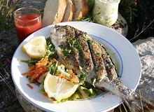 Ryba pieczona na kamieniach - ugotuj