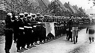 Rok 1947. Niemcy, Heilbronn w amerykańskiej strefie okupacyjnej. Dowódca Brygady Świętokrzyskiej płk Antoni Szacki 'Bohun' dokonuje przeglądu kompanii wartowniczej
