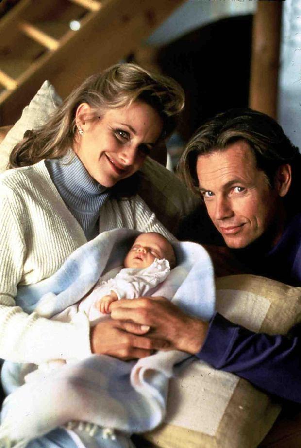 Gabrielle Carteris, Bruce Greenwood Da Andy (Bruce Greenwood) und Diana (Gabrielle Carteris) keine eigenen Kinder bekommen k?snnen, entscheiden sie sich f?zr eine Adoption.  1996, Danielle Steels Mixed Blessings, Gesegnete Umstaende