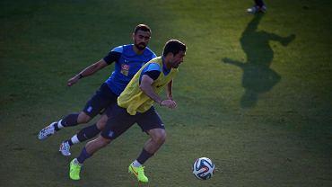 Giannis Maniatis w niebieskiej koszulce
