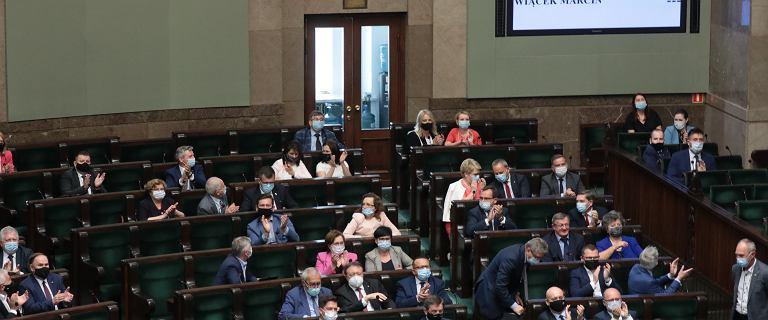 """Kaczyński nie zdołał """"obejść"""" Gowina. Najważniejsze ws. wyboru RPO kryje się w szczegółach"""