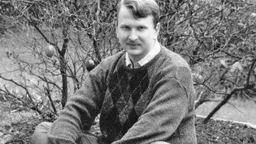 Waldemar Zboralski, przewodniczący powstałego w 1987 r. Warszawskiego Ruchu Homoseksualnego. Pod koniec lat 80. na krótko wyemigrował do RFN, ale szybko wrócił. W 2005 r., po objęciu rządów przez koalicję PiS, LPR i Samoobrony, wyemigrował ponownie, tym razem do Wielkiej Brytanii, gdzie zawarł związek partnerski i otrzymał brytyjskie obywatelstwo.