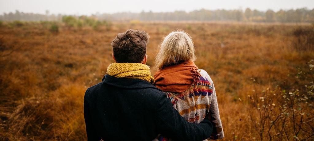 Niektórzy nazywają przytulanie naturalnym antydepresantem - za sprawą dopaminy, odpowiedzialnej za uczucie zadowolenia oraz łagodzenie stresu i napięcia