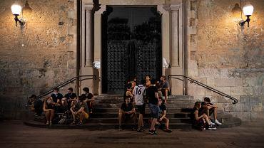 Barcelona. Władze Katalonii zdecydowały o zamknięciu klubów i ograniczeniu godzin działalności barów i restauracji, by zapobiec rozprzestrzenianiu się epidemii