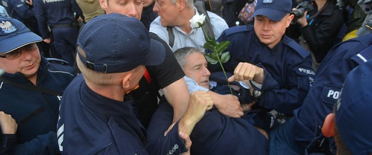 Ruszył proces Władysława Frasyniuka. Jego żona zadrwiła z policji