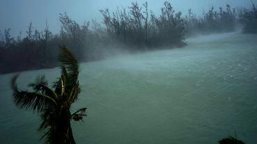 Dorian znów przybrał na sile. Stał się huraganem trzeciego stopnia i zbliża się do Karoliny Północnej i Południowej. Wcześniej zniszczył Bahamy