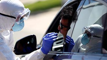 Wicekanclerz Niemiec chce, aby firmy mogły skracać czas pracy i otrzymywać rządowe dopłaty do wynagrodzeń przez 24 miesiące, a nie - jak było wcześniej - 12. Na zdjęciu: badania na obecność koronawirusa, autostrada między Salzburgiem, a Monachium, 30 lipca 2020