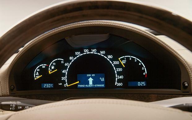 Mercedes W220 - dobrze czytelne ciekłokrystaliczne zegary