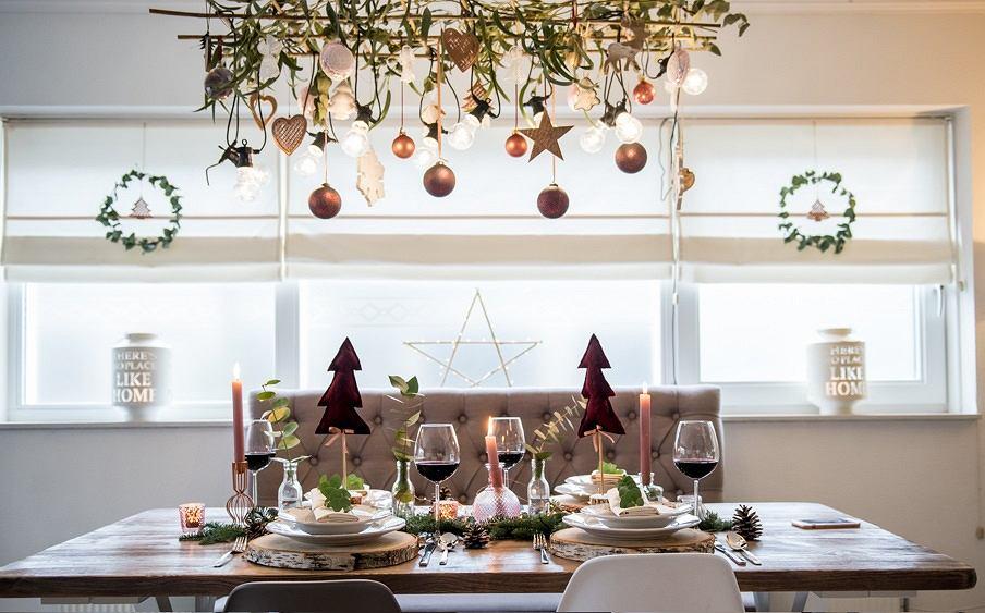 Wystrój świąteczny okna to niezawodny sposób na stworzenie wyjątkowego klimatu w domu.