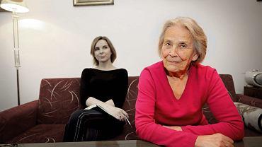 Anna Dziewit w rozmowie ze swoją babcią.