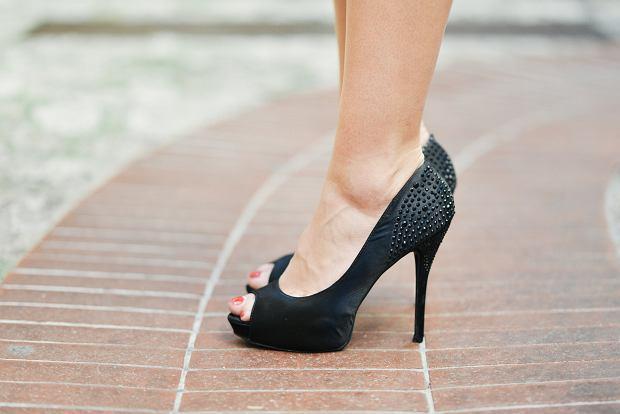 Jakie buty wybrać latem, by wyszczuplić nogi?