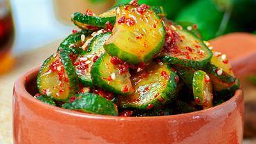 Ogórki z chilli i czosnkiem